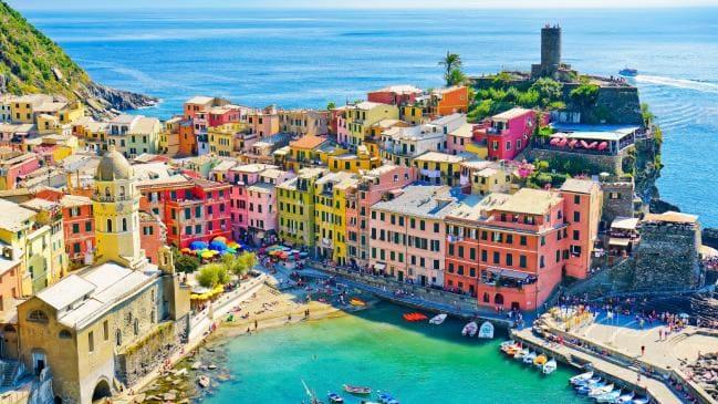 Итальянский курорт штрафует туристов на 2500 евро за ношение стрингов и вьетнамок виза