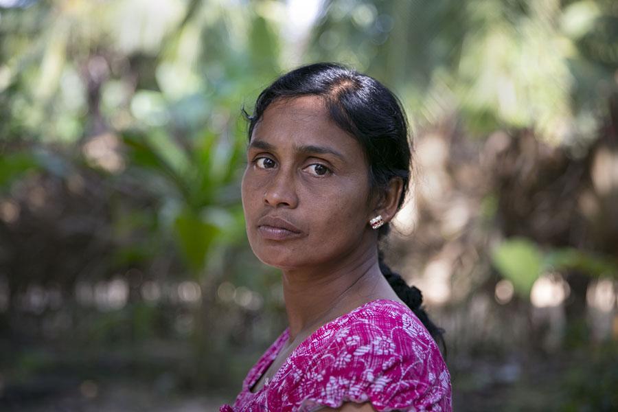 44% саперов , работающих на минных полях Шри-Ланки , - это женщины Война и мир