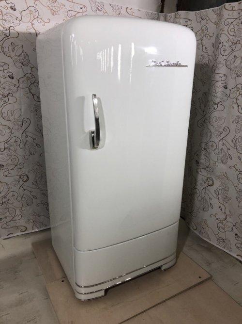 Восстановленный холодильник ЗИС Москва 1952 года