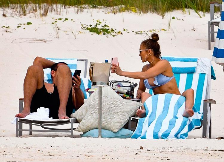 Дженнифер Лопес и Алекс Родригес на Багамах: папарацци впервые сфотографировали пару после помолвки Звезды / Звездные пары
