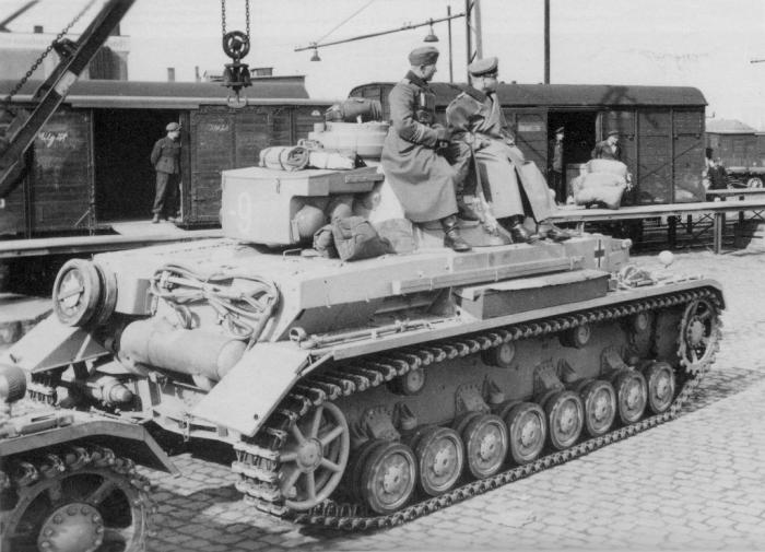 Вот зачем на танки навешивают бревно и «сундук Роммеля»