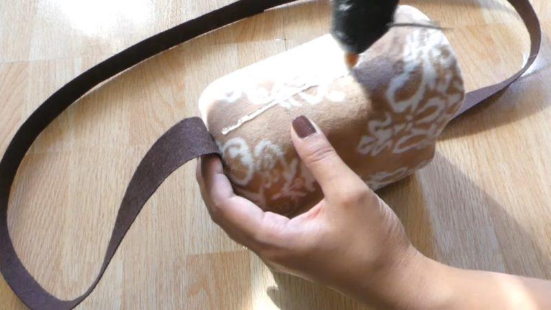 Удобная вещица, сделанная из пластиковой бутылки и старой одежды домашний очаг