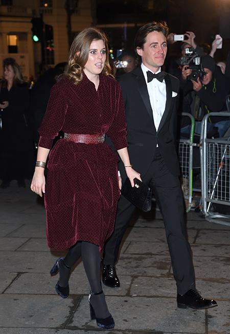 Принцесса Беатрис впервые вышла в свет с бойфрендом-миллионером Эдоардо Моцци Монархи / Британские монархи