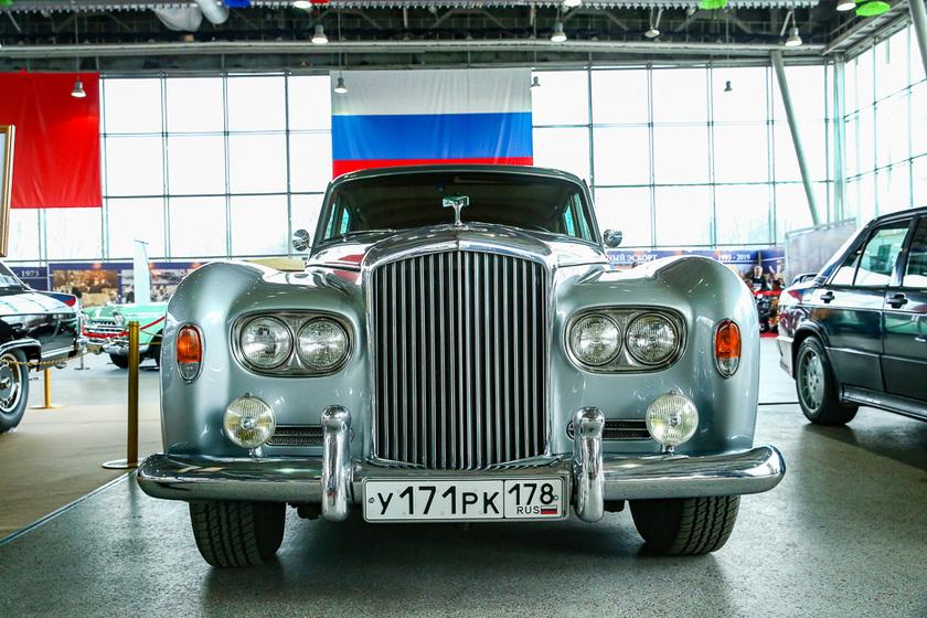 Сезон открыт: в Москве прошла 28-я «Олдтаймер-Галерея» выставки