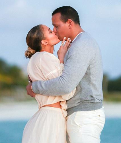 Дженнифер Лопес и Алекс Родригес показали свою помолвку на берегу океана Звездные пары