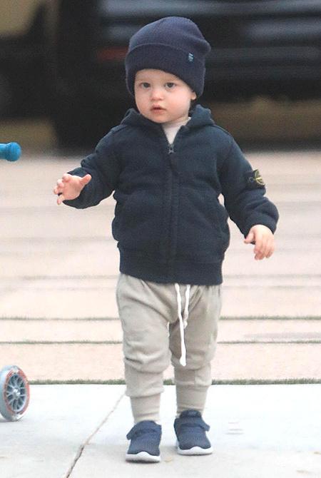 Полный форсаж: Джейсон Стэтхэм учит сына кататься на самокате Дети / Дети знаменитостей
