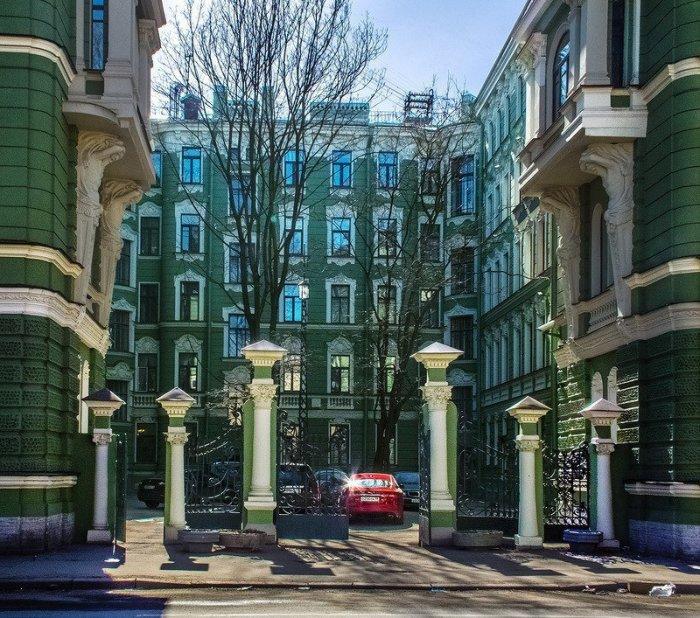 Тайны особняка миллионеров Колобовых, которые добровольно отказались от 40 домов и безбедной жизни за границей