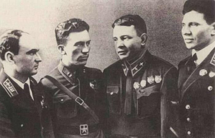 История о том, как Красная армия и Белая гвардия в 1933 вынесли в Китае исламистов Война и мир