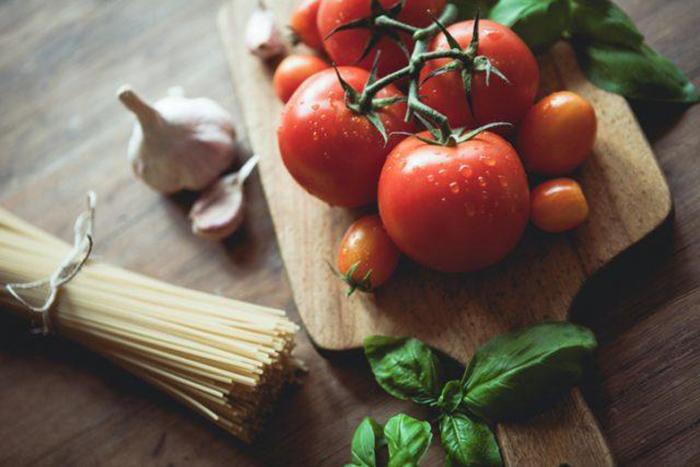 Почему помидоры считались ядовитыми и греховными, и Как удалось избавиться от этих суеверий жизнь