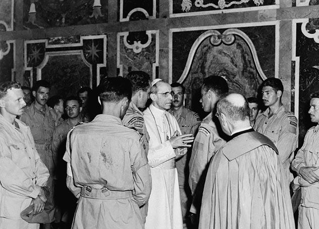Сделка с дьяволом: как ненависть к коммунизму довела папу римского Пия XII до союза с Рейхом