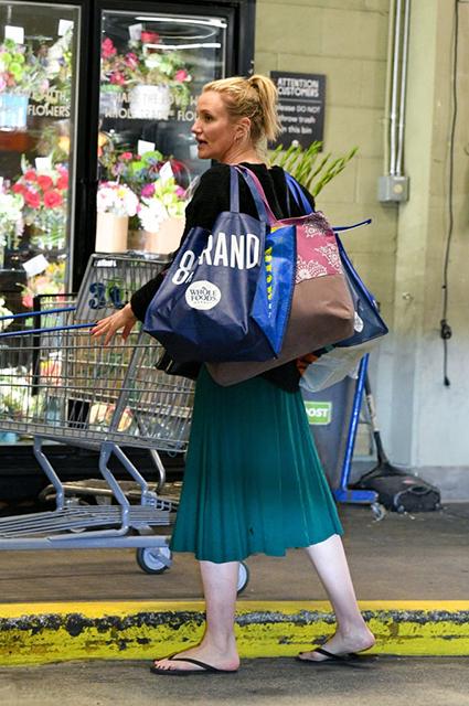 Ни капли гламура: Кэмерон Диас на шопинге в Лос-Анджелесе Звездный стиль