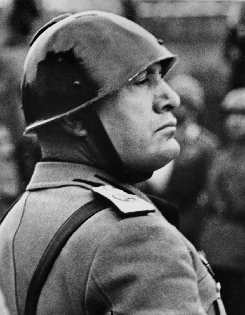 Несколько портретов Муссолини и вопрос для вас...:-) История
